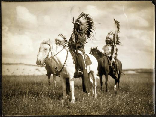 You-wanted-to-know-real-indians-curtis001_sJPG_950_2000_0_75_0_50_50-at-httpblogs.denverpost.comcaptured20101115north-american-indian-photographs-by-edward-curtis2551
